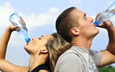 ¿Cuál es la mejor manera de hidratarnos?